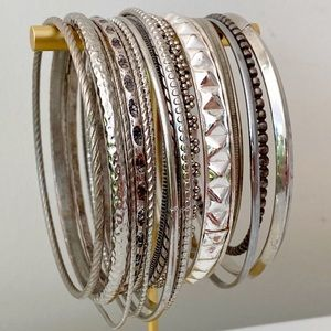 🎉5/20 SALE🎉 silver tone bangles set/15 assorted